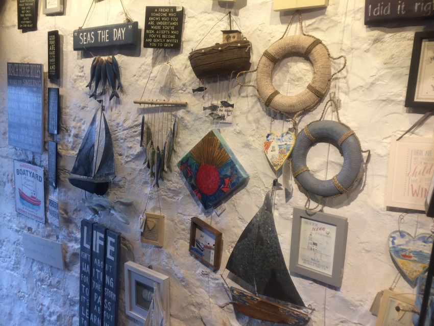 CRAIL-2016-sept-gallery-wall-trinkets